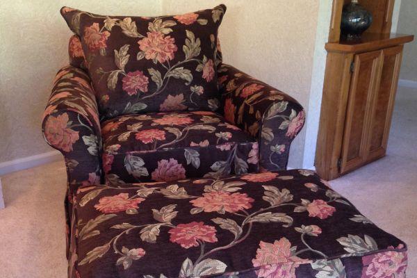easy-chair-ottoman-floral-afterA82DBD60-5F7B-9FBC-261E-E87180D7F236.jpg