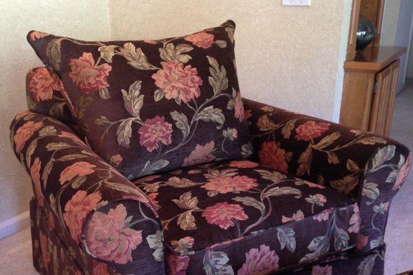 easy-chair-ottoman-floral-close-up-afterF1316D1A-581C-CBEC-4A9A-CF8D01540BA9.jpg