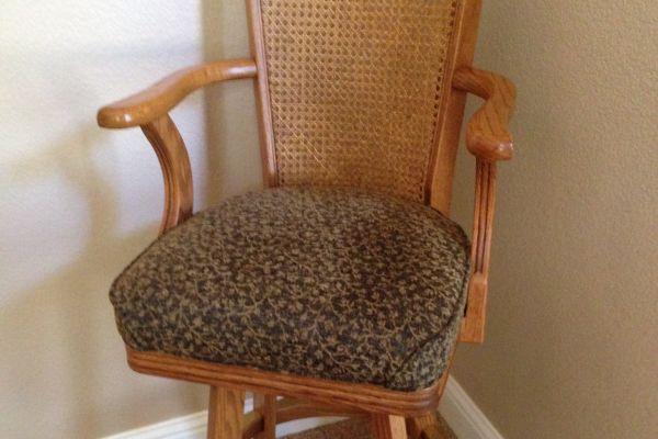 img-bar-stool-in-chenille-fabric-close-up-afterD9EC0E6C-165B-CA97-69AE-2CE8194CA4F9.jpg