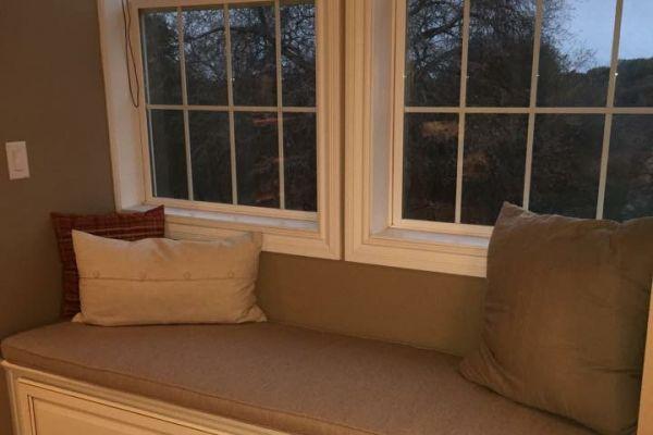 img-bay-window-cushion11A95B5F-45A2-FABB-5831-5529714A51FD.jpg