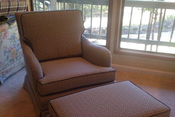 img-chair-ottoman-with-matching-print-afterE68E9BF8-E376-E584-B7CC-5B7026D18A1B.jpg