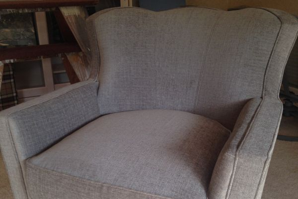 img-easy-chair-after-252AD646D-AA8C-A95D-A364-123F0D0B35D8.jpg