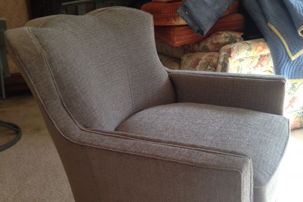 img-easy-chair-side-view6810D775-7957-6B04-4249-6B458170D87A.jpg