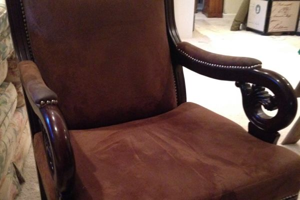 img-faux-saude-leather-chair-before58F9ECC6-AF62-605D-083F-89AFF56F042D.jpg