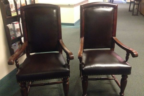 img-new-leather-on-two-chairs17E0E89F-53A2-FB5B-2877-8FBDA00737CD.jpg