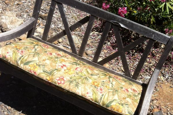 img-outside-bench-in-outdoor-fabric-afterCF79DEAF-656A-7580-C460-51A470A09A65.jpg