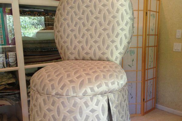 img-vanity-chair-afterAFACDEF5-6B19-10F3-790D-05136FD238EE.jpg