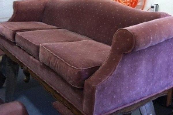pink-sofa-before0F630634-5A04-820C-DF0B-03FDECCE34B1.jpg